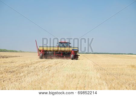 Agricultural machine works on a field