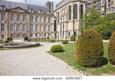 Public Garden Near A Cathedral In City Reims