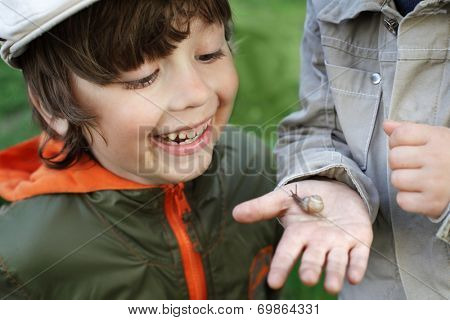 children learn snail, focus on boy