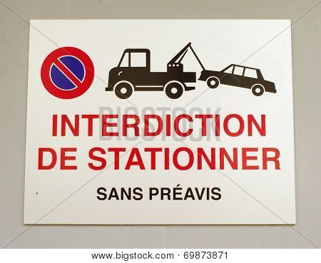 French vehicles towing sign