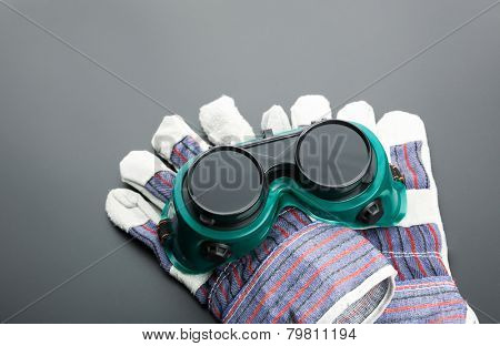 Work gloves and protective glasses