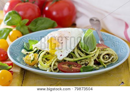 Zucchini noodles with tomatoes and egg