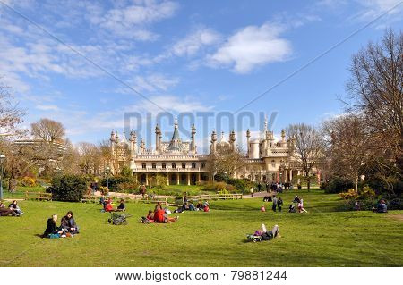 England - Brighton Pavilion & Tourists