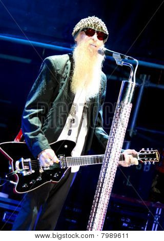 Billy Gibbons Playing Guitar