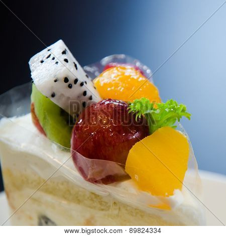 Cream Cake With Fruit
