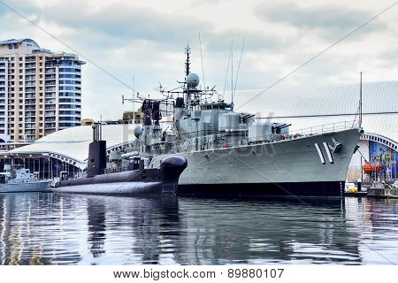 Sydney, Australia - May 7, 2015 : War Ship Hmas Vampire And Hmas Onslow Submarine In The Mariti