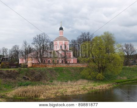Church of the Resurrection Slovusheye in the village of Vasilyevsky (1705)