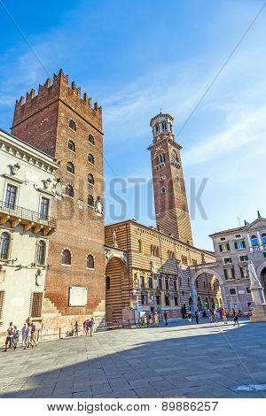 Torre Dei Lamberti In Piazza Delle Erbe, Verona