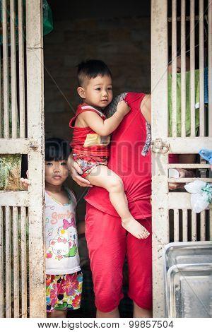 Portrait of vietnamese family