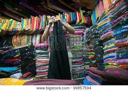Vietnamese woman selling fabric at Ban Tanh central market