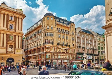 Vienna, Austria-september 10, 2015: St. Stephen's Square (shtefansplatts )-the Central Square In Vie