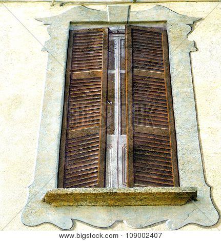 Grey Window Jerago Palaces   Wood Venetian Blind In The Concrete  Brick