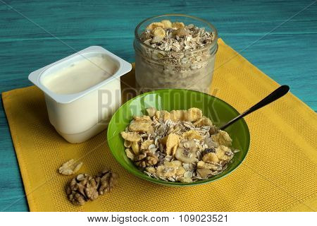 Muesli and yogurt.