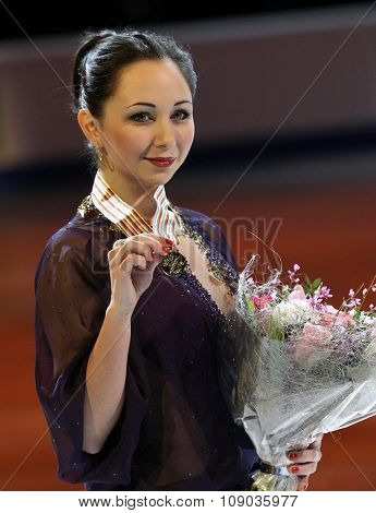 Elizaveta Tuktamysheva Poses With Gold Medal