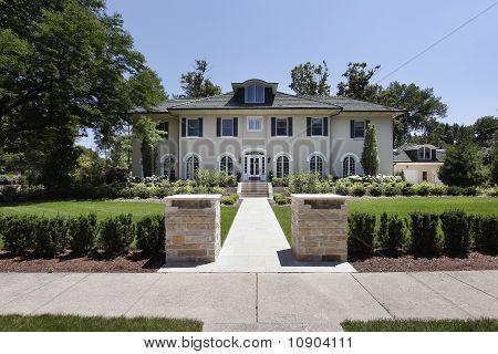 Luxus Haus mit Steinsäulen
