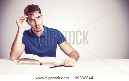 student confused don't understanding reading a book