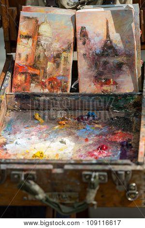 PARIS, FRANCE - SEPTEMBER 10, 2014: Painter Palette at Tertre Square. Montmartre. Paris