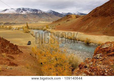 Autotravel the mountains of Altai