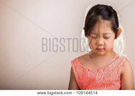 Child Meditating / Child Meditating Background
