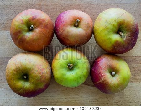 6 Apples In 2 Rows