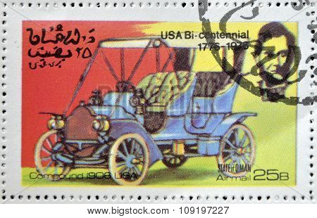 OMAN - CIRCA 1976: A stamp printed in State of Oman shows a american car compound 1906 usa