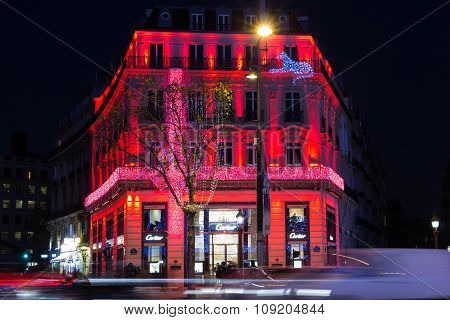 Christmas Decoration On Jewellery Boutique Cartier.