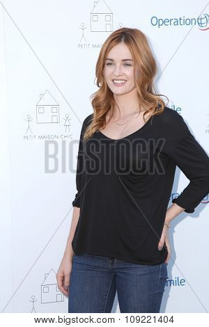 LOS ANGELES - NOV 21:  Ambyr Childers at the Petit Maison Chic and Operation Smile Fashion Show at the Private Location on November 21, 2015 in Beverly Hills, CA