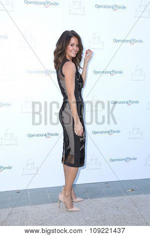 LOS ANGELES - NOV 21:  Brooke Burke-Charvet at the Petit Maison Chic and Operation Smile Fashion Show at the Private Location on November 21, 2015 in Beverly Hills, CA