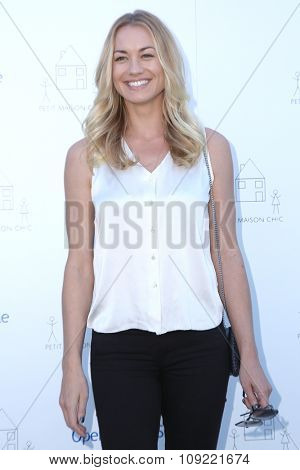 LOS ANGELES - NOV 21:  Yvonne Strahovski at the Petit Maison Chic and Operation Smile Fashion Show at the Private Location on November 21, 2015 in Beverly Hills, CA