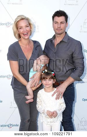 LOS ANGELES - NOV 21:  Ashley Scott at the Petit Maison Chic and Operation Smile Fashion Show at the Private Location on November 21, 2015 in Beverly Hills, CA