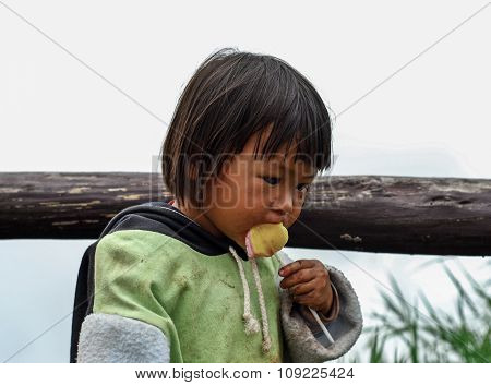 Phetchabun Thailand - June 24 : Unidentified Little Girl Eating A Lollipop On The Mountain Phu Thap