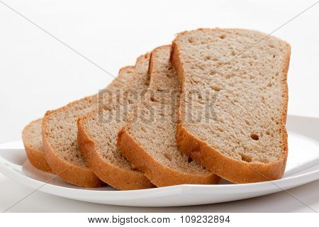 Sliced brown bread on a plate