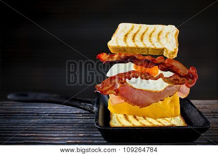 Toast, sandwich - ingredients toast, ham, cheese, egg