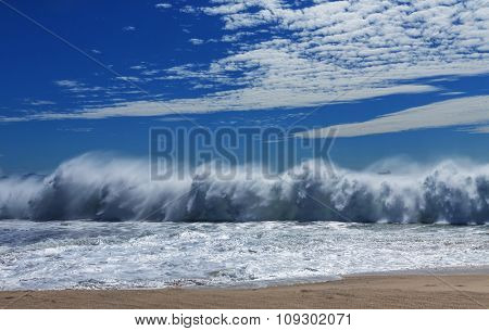 Powerful oceanic wave