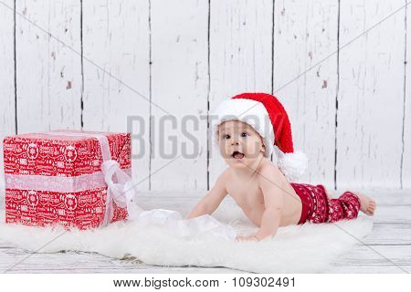 Little X-mas Baby With Gift