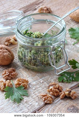 Sauce of parsley garlic and walnuts with olive oil