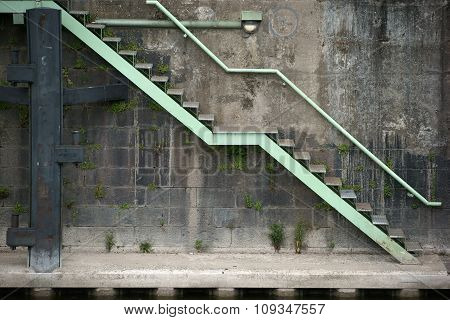 Quay wall with stairs