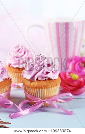 Tasty cupcakes on tray, on light background