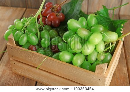 White and red grape in wooden box