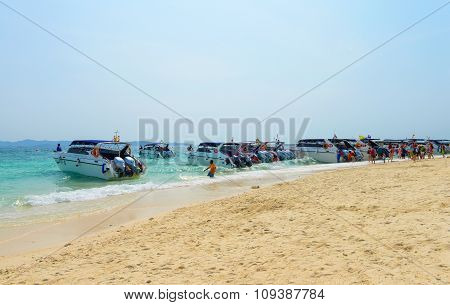 Tourists Will Travel By Speedboat On The Tropical Beach