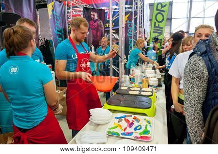 MOSCOW, RUSSIA - NOVEMBER 21, 2015: Visitors attend exhibition of sports nutrition SN Pro Expo Forum 2015 on November 21, 2015 in Moscow, Russia