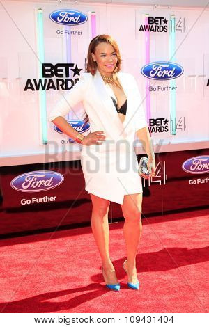 LOS ANGELES - JUN 29:  Faith Evans at the 2014 BET Awards - Arrivals at the Nokia Theater at LA Live on June 29, 2014 in Los Angeles, CA