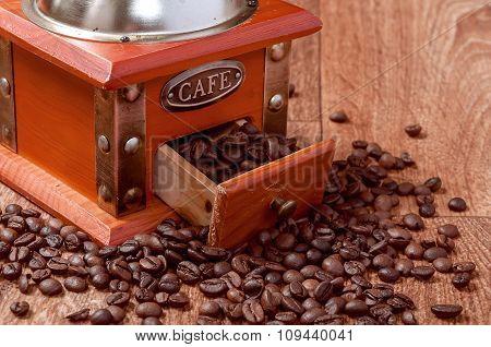 Vintage Manual Coffee Grinder With Beans