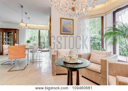 Round Tea Table