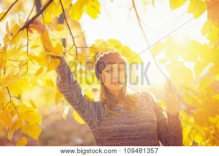 Fashionable young woman autumn portrait