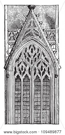 Gothic window of the late fifteenth century arch tierce point three mullions, ending in a fiery network, vintage engraved illustration. Industrial encyclopedia E.-O. Lami - 1875.
