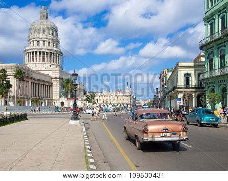HAVANA,CUBA - NOVEMBER 12, 2015 : Street scene with old american car near the Capitol of Havana