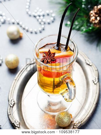 Mulled white wine with grapefruit