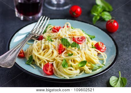 Spaghetty Pasta  With Cherry Tomatoes,  Basil And Parmesan Cheese