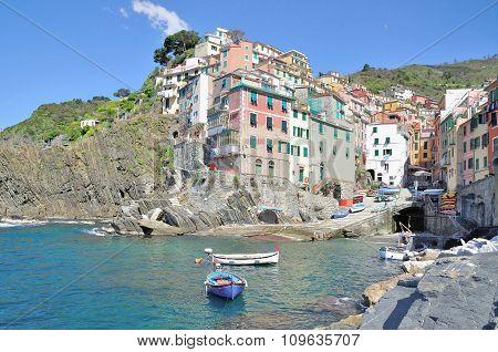 the idyllic Village of Riomaggiore at italian Riviera in Cinque Terre,Liguria,mediterranean Sea,Italy